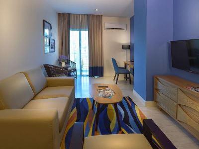 bedroom 9 - hotel mercure kota kinabalu city centre - kota kinabalu, malaysia