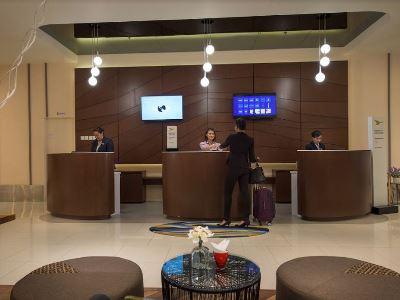 lobby - hotel mercure kota kinabalu city centre - kota kinabalu, malaysia