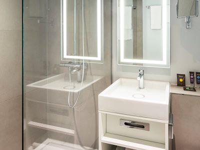 bathroom - hotel novotel amsterdam city - amsterdam, netherlands