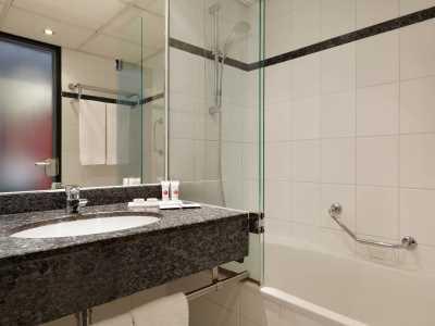bathroom - hotel ramada amsterdam airport - amsterdam, netherlands