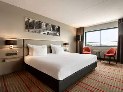 standard bedroom 1 - hotel ramada amsterdam airport - amsterdam, netherlands