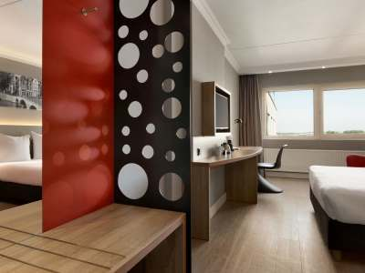 standard bedroom 3 - hotel ramada amsterdam airport - amsterdam, netherlands