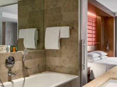 bathroom - hotel hilton the hague - the hague, netherlands