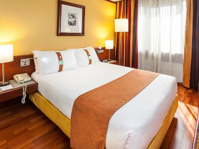 bedroom - hotel holiday inn continental - lisbon, portugal