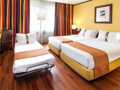bedroom 1 - hotel holiday inn continental - lisbon, portugal