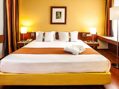 bedroom 2 - hotel holiday inn continental - lisbon, portugal