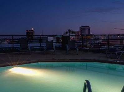 outdoor pool - hotel holiday inn lisbon - lisbon, portugal