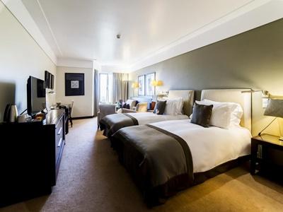 bedroom - hotel crowne plaza porto - porto, portugal