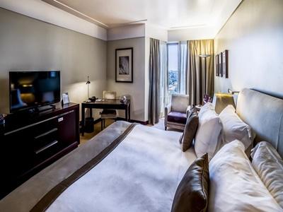 bedroom 1 - hotel crowne plaza porto - porto, portugal