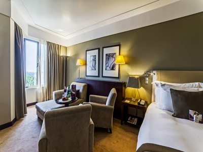 bedroom 2 - hotel crowne plaza porto - porto, portugal