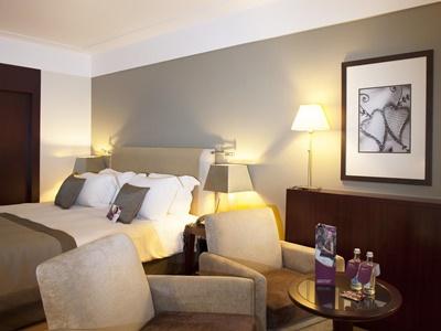 bedroom 4 - hotel crowne plaza porto - porto, portugal