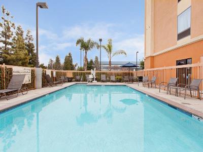 outdoor pool - hotel hampton inn suites clovis-airport north - clovis, california, united states of america