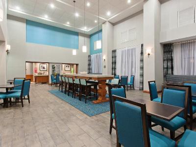 breakfast room 2 - hotel hampton inn suites clovis-airport north - clovis, california, united states of america