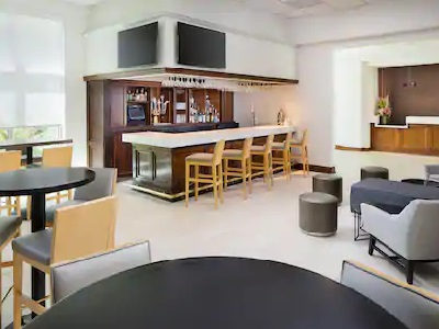 bar - hotel doubletree los angeles commerce - commerce, california, united states of america