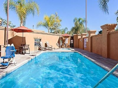 outdoor pool - hotel holiday inn express and suites corona - corona, california, united states of america