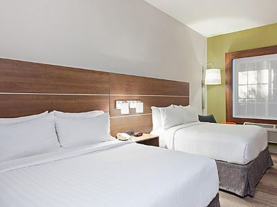 bedroom 3 - hotel holiday inn express and suites corona - corona, california, united states of america