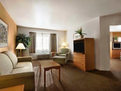 bedroom 3 - hotel ramada wyndham costa mesa/newport beach - costa mesa, california, united states of america
