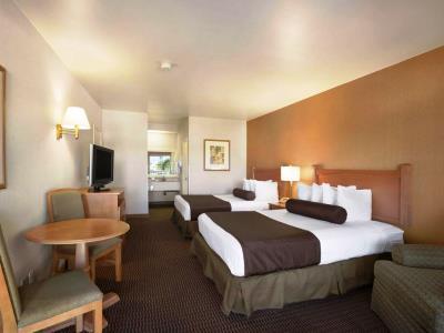 bedroom 4 - hotel ramada wyndham costa mesa/newport beach - costa mesa, california, united states of america