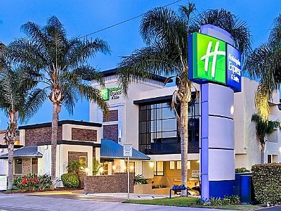 Holiday Inn Express Suites Costa Mesa