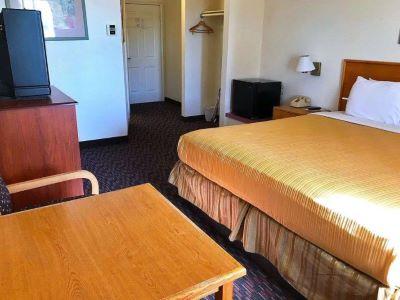 bedroom 1 - hotel americas best value inn dunnigan - dunnigan, united states of america