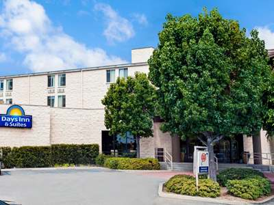 exterior view - hotel days inn and suites by wyndham fullerton - fullerton, united states of america