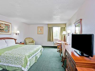 bedroom - hotel days inn and suites by wyndham fullerton - fullerton, united states of america