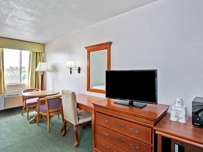 bedroom 2 - hotel days inn and suites by wyndham fullerton - fullerton, united states of america