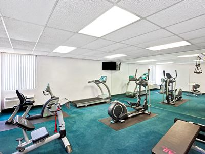 gym - hotel days inn and suites by wyndham fullerton - fullerton, united states of america