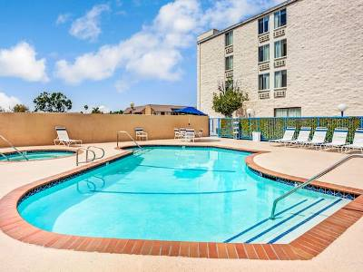 outdoor pool - hotel days inn and suites by wyndham fullerton - fullerton, united states of america
