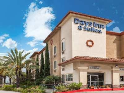 Days Inn N Ste By Wyndham Anaheim Resort