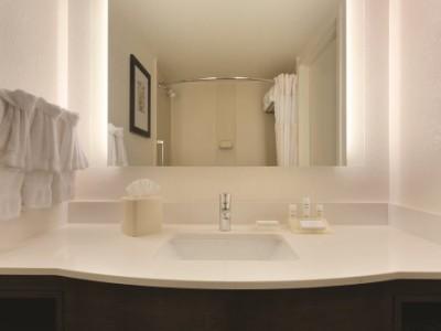 bathroom - hotel hilton garden inn anaheim garden grove - garden grove, united states of america