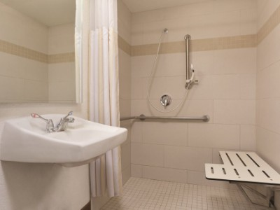 bathroom 1 - hotel hilton garden inn anaheim garden grove - garden grove, united states of america