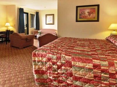 bedroom 2 - hotel ramada plaza garden grove - garden grove, united states of america