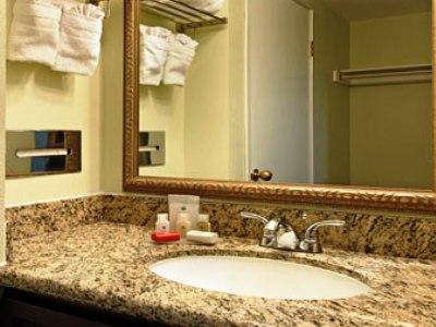 bathroom - hotel ramada plaza garden grove - garden grove, united states of america