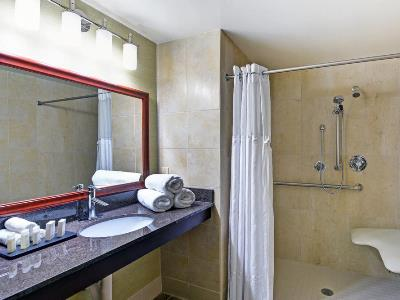 bathroom - hotel embassy suites valencia - santa clarita, united states of america
