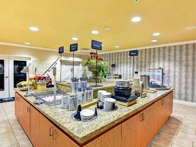breakfast room 1 - hotel embassy suites valencia - santa clarita, united states of america
