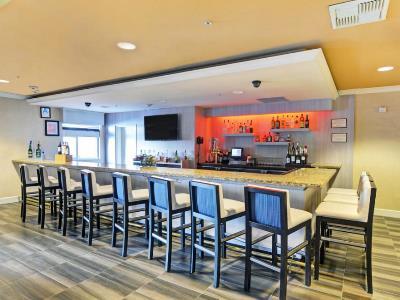bar - hotel embassy suites valencia - santa clarita, united states of america
