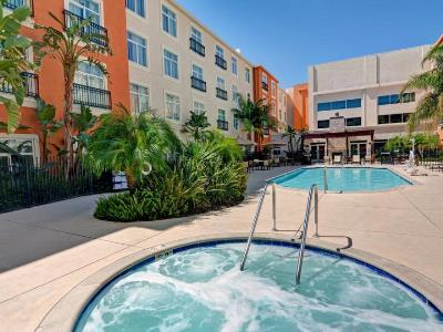 outdoor pool - hotel embassy suites valencia - santa clarita, united states of america