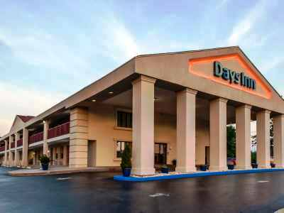 exterior view 1 - hotel days inn by wyndham wilmington/newark - wilmington, delaware, united states of america