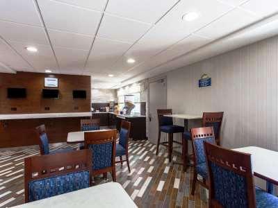 breakfast room - hotel days inn by wyndham wilmington/newark - wilmington, delaware, united states of america