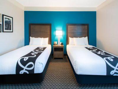 bedroom 2 - hotel la quinta inn tampa brandon regency park - brandon, florida, united states of america