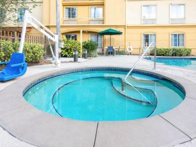 outdoor pool 1 - hotel la quinta inn tampa brandon regency park - brandon, florida, united states of america