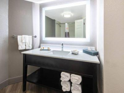 bedroom 5 - hotel la quinta inn tampa brandon regency park - brandon, florida, united states of america