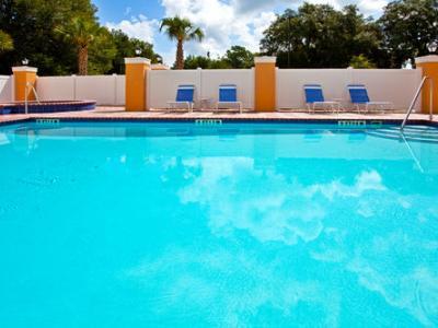 outdoor pool - hotel holiday inn express brooksville i-75 - brooksville, united states of america