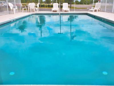 outdoor pool - hotel holiday inn express brooksville west - brooksville, united states of america