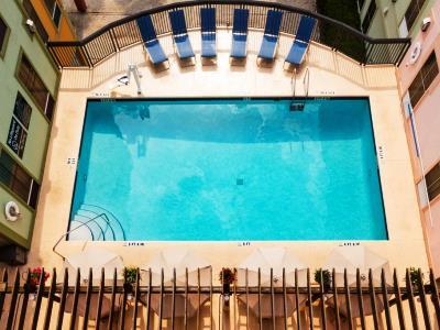 outdoor pool - hotel hampton inn and suites amelia island - fernandina beach, united states of america
