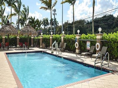 outdoor pool - hotel holiday inn exp suites gateway to keys - florida city, united states of america