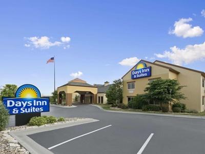 Days Inn And Suites By Wyndham Omaha Ne