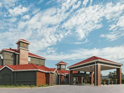 La Quinta Inn N Suites Wyndham City View