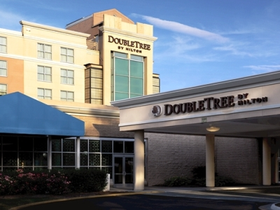 exterior view - hotel doubletree by hilton norfolk airport - norfolk, virginia, united states of america